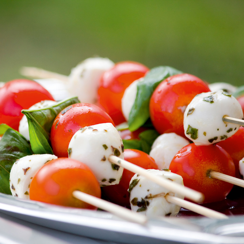 Fürstlich - Catering Service in Klagenfurt - Happas Catering - Tomaten und Mozarella-Bällchen am Spieß